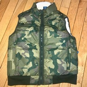 Other - ⭐️CAMO PUFFER VEST⭐️